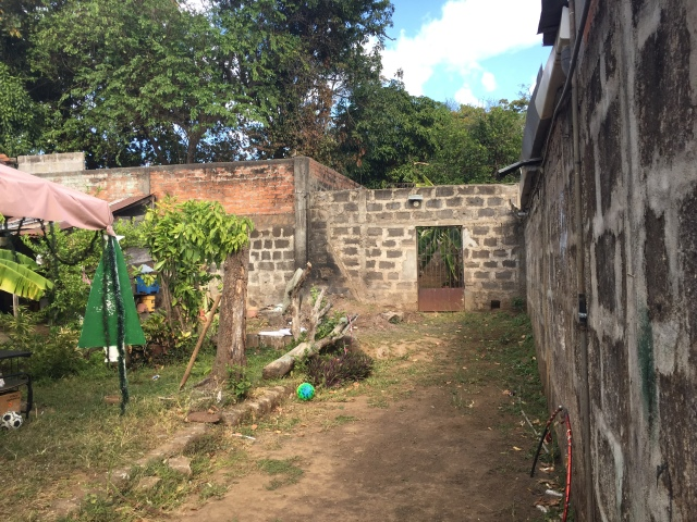 Dividing wall, Leon, Nicaragua, construction, buying a house