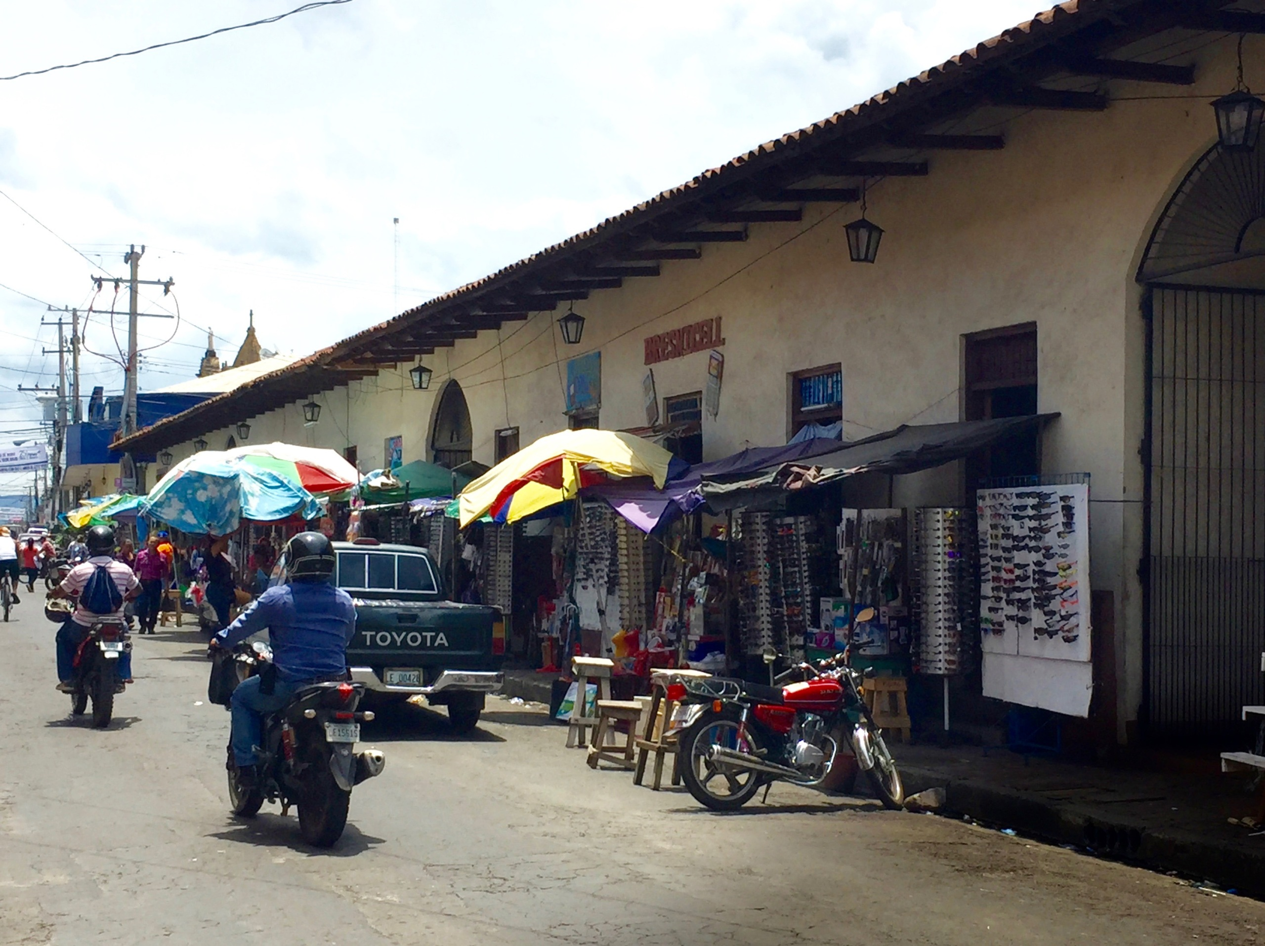 street vendors, leon, nicaragua, sidewalks
