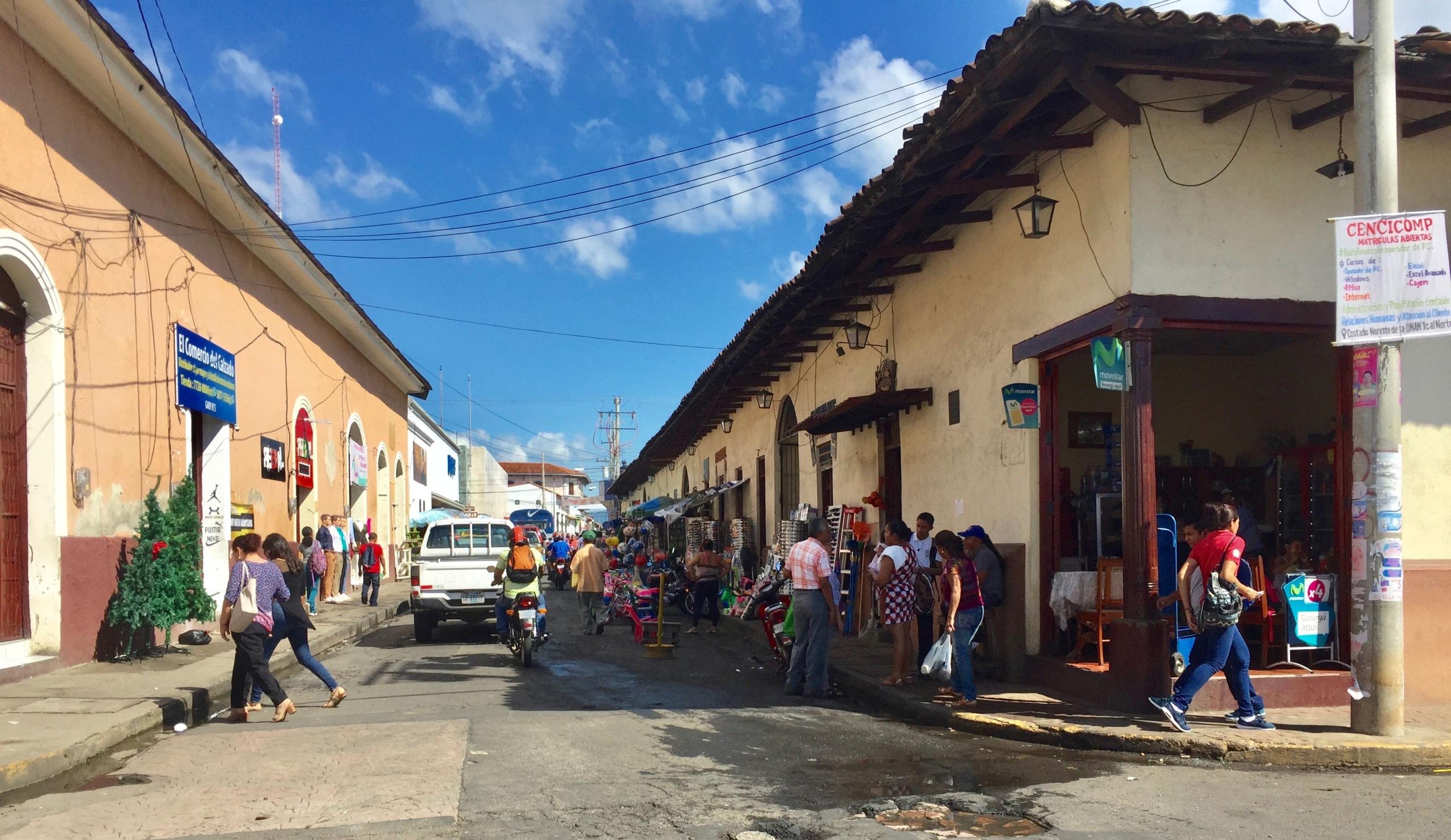 Leon, Nicaragua, street vendors, sidewalks